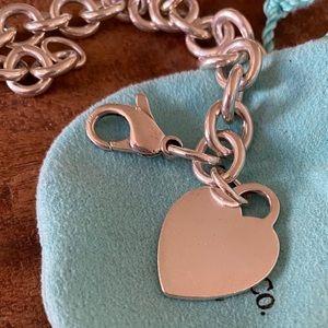 Tiffany & Co. : Heart tag charm bracelet